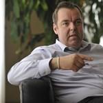 L. Simon tagadja, hogy a hvg.hu-nak tagadta volna leváltását