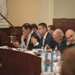 Pikó Tarlós díszpolgári címével sem ért egyet, a megemelt végkielégítéssel meg pláne nem