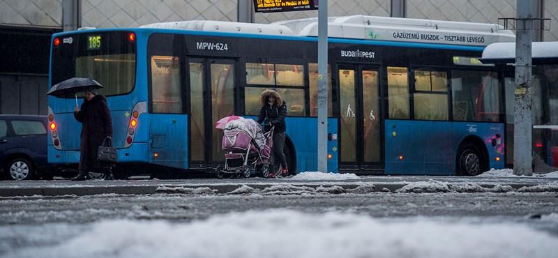 Ilyen az, amikor a buszban is havazik