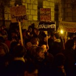 A röghöz kötés ellen is tüntettek a Dísz téren