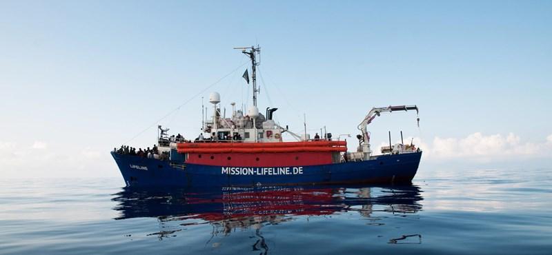 Spanyolország, Portugália és Franciaország is befogad menekülteket a Szicíliánál veszteglő hajókról