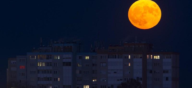 Szerdán kék és szuper lesz a hold, és még fogyatkozik is