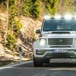 Nem udvariaskodik ez a 6 kipufogós, 6 fényszórós új Mercedes G63
