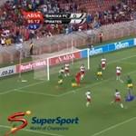 Elképesztő gólt ollózott ez a nyurga kapus - videó