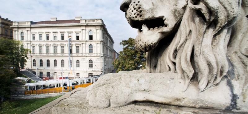 Egy hajszálba kapaszkodik a kormány az államadósság ügyében