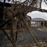Tűz ütött ki az etyeki filmstúdióban - fotók