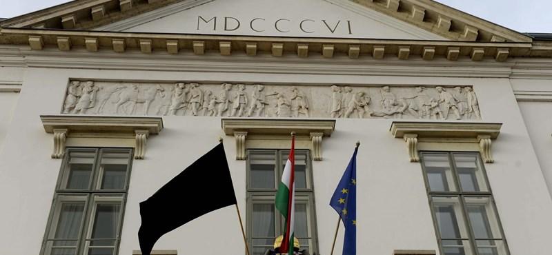Orbán végül tényleg a Sándor-palotába fog költözni