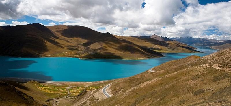 Baj lesz Tibetben, ha beindul egy jéglavina