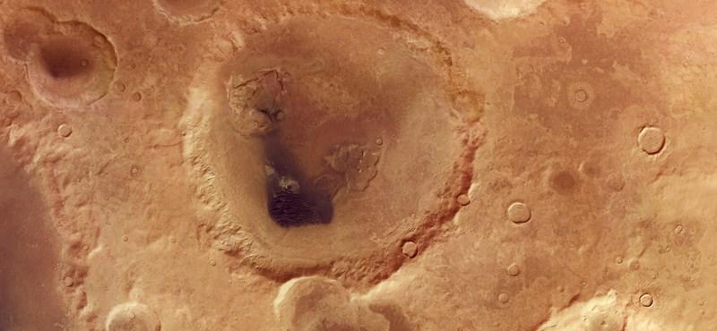 Tudja, mi az a Neukum-kráter? 102 km az átmérője, ott van a Marson