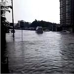 Özönvíz zúdult a harmadik legnagyobb orosz városra, tóvá változtak az utcák – videó