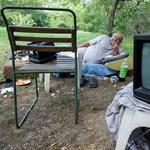 Nem találják a hajléktalant, aki megszúrta élettársát
