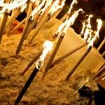 """""""Vissza a jövőnket!"""" - HÖOK-virrasztás a Deák téren - Nagyítás-fotógaléria"""