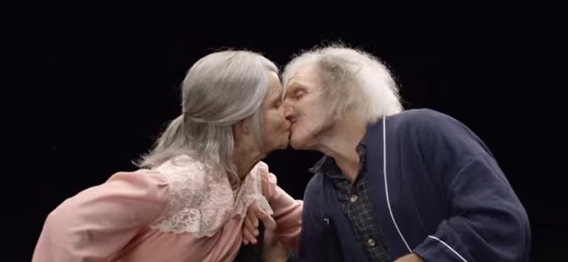Nagyszüleink korosztálya is rákattant a párkeresésre, neve is van a jómódú öregekre épülő üzletágnak