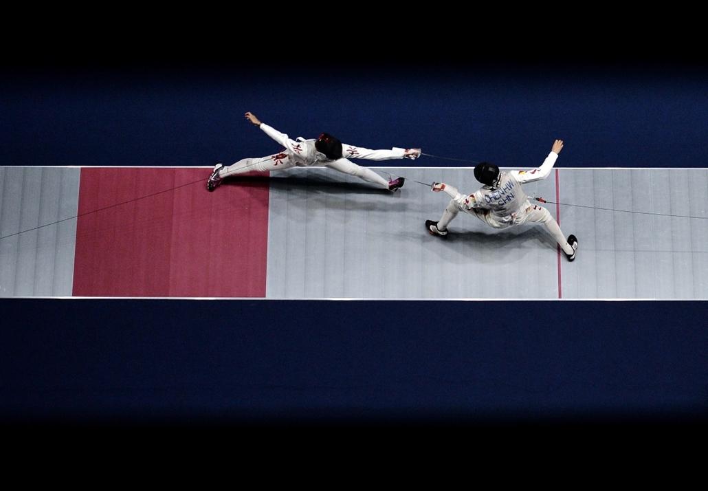 afp.14.09.25. - Incheon, Koreai Köztársaság: a páston Chen Haiwei kínából és Cheung Siu Lun Hongkongból - férfi vívó elődöntő az Ázsiai Játékokon - 7képei
