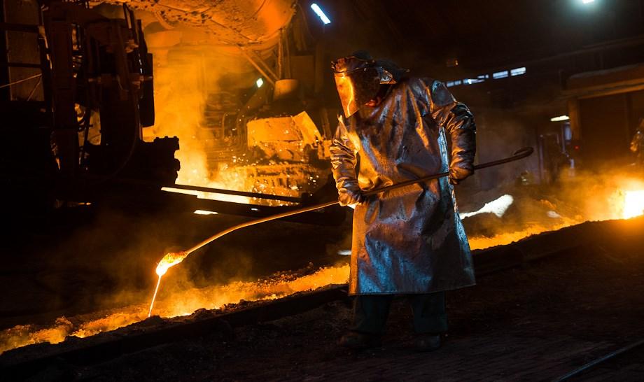 80 fokban a dunaújvárosi vasműben - Nagyítás-fotógaléria