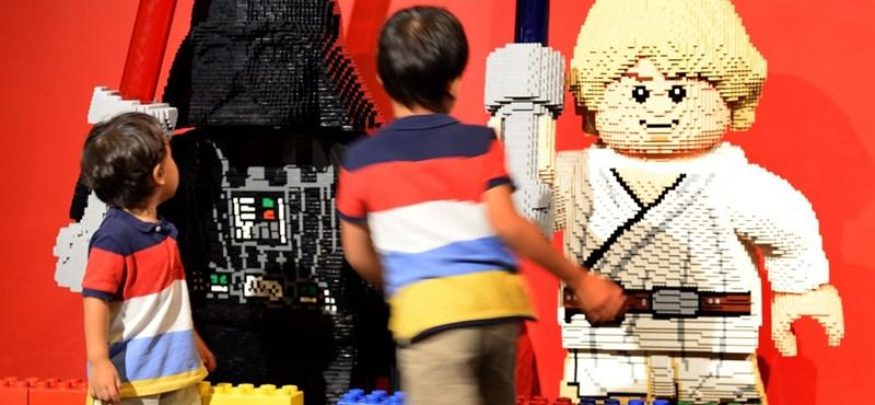 Önellátásra rendezkedik be a Lego