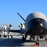 Különleges repülő szállt le: fotók és videók is jöttek a titkos amerikai gép landolásáról