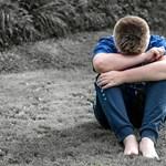 Szegénységben élő, kiskorú fiúk megrontásáért, prostitúciójáért ítéltek el egy bűnbandát