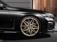 Egy kis arannyal és matt feketével dobták fel a BMW M760Li-t