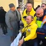 Valtonos biztonságiak rángattak és vittek el tiltakozókat a Fidesz kampányzárójáról