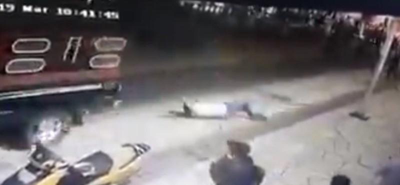 Nem teljesítette az ígéreteit a mexikói polgármester, teherautóhoz kötve húzták végig a városon