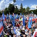 Lengyelország: megszavazták a bíróságokról szóló törvények módosításait