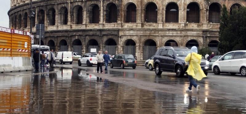 Fotó: vízben áll a Colosseum