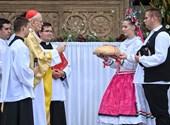 Ader, Urban y Simgen también estuvieron presentes en la basílica en la misa solemne