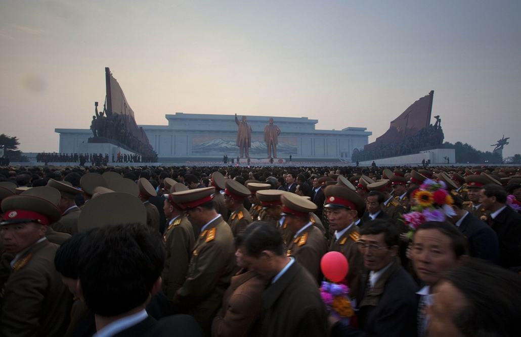 Szoboravató Észak-Korea