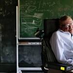 Minek köszönhette Stephen Hawking, hogy 76 éves koráig aktív életet élt?