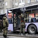 Megállóban álló trolibuszra lőttek Ukrajnában – 13 halott