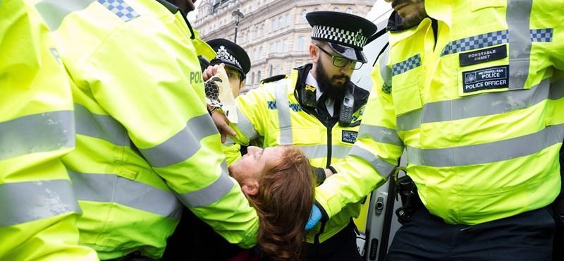 200-nál is több környezetvédelmi aktivistát vettek őrizetbe Londonban