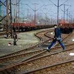 Vonat tetejére mászott, súlyosan megégett egy fiú a Rákosrendezői pályaudvaron