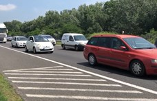 Baleset miatt bedugult az M7-es a Balaton felé