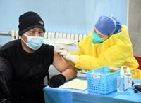 Újabb két koronavírus-vakcinát engedélyeztek Kínában