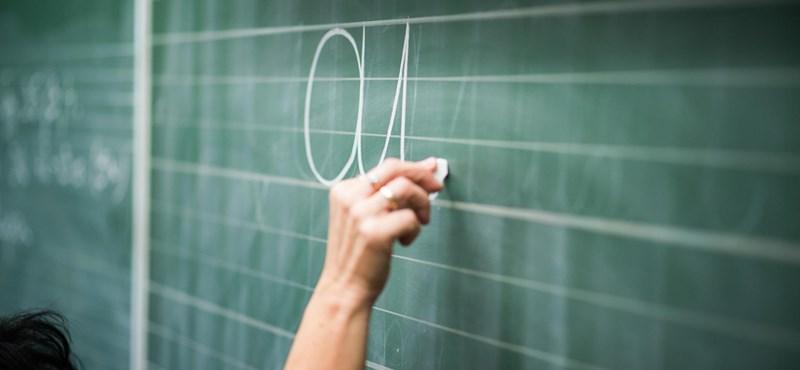 Tanárok és szülők tiltakoznak a kormány oktatáspolitikája ellen