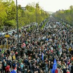 """A civil szívtől a """"mocskos Fidesz""""-re bulizókig - ilyen volt a szerdai tüntetés"""