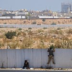 Megtámadták Kadhafi rezidenciáját a felkelők