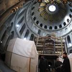 Több mint 500 év után felnyitották Jézus sírját