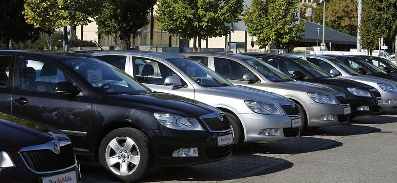 Havonta dönt rekordot a behozott autók száma