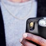 Ez az iPhone-tok menet közben tartja és tölti a telefont és az AirPods fülhallgatókat