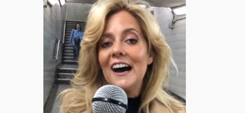 Az utcán szólították le, hogy énekeljen, azóta már egy amerikai show-ban is előadta a Lady Gaga-dalt