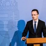 Szijjártó a NATO-hoz és az ENSZ-hez szalad az EP-határozat miatt