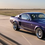 770 lóerős új motorral lett igazán éles ez az 50 éves Mustang Shelby