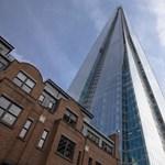 Kötelek nélkül mászta meg Európa egyik legmagasabb felhőkarcolóját