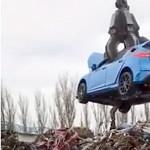 Videó: Vajon, miért kell roncstelepen porrá zúzni egy vadonatúj 350 lovas Focus RS-t?
