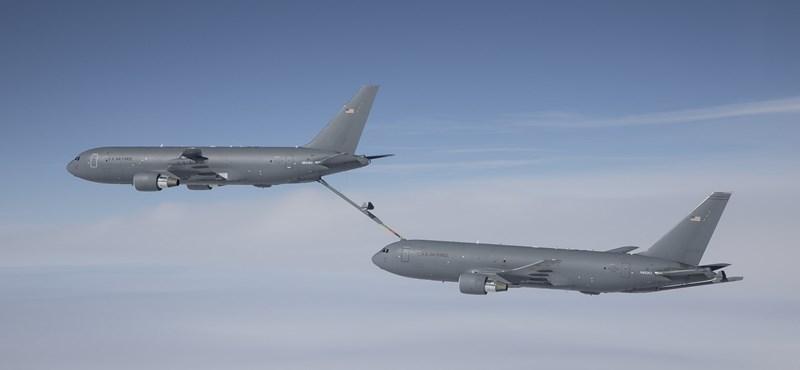 Videó: ilyen az, amikor 66 224 liter üzemanyagot töltenek át egyik repülőből a másikba – a levegőben