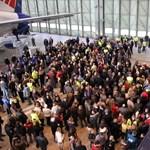 A tervezettnél kevesebb embert rúgnak ki a reptéri cégektől