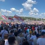 Tüntetők indultak Minszk központja felé, az elnöki rezidenciához, a rendőrök közbeavatkoztak