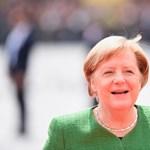 Merkel a remegés ellenére is azt mondja, jól van